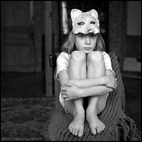 site credit: http://vi.sualize.us/holidays_black_and_white_emotion_child_mask_picture_ekC2.html