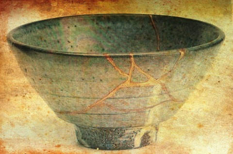 bowl, cracks filled with gold, Japanese, wabi wabi
